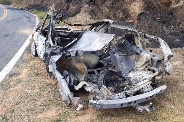 Homem ateou fogo no seu próprio carro para receber dinheiro do seguro, provocou incêncio e responde por falsidade ideológica e crime ambiental (Foto: Polícia Civil RJ)