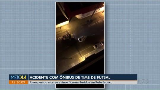 Carro bate contra ônibus de time de futsal durante perseguição e mata  jovem grávida em Pato Branco, diz polícia