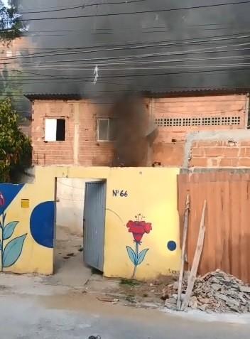 Criminosos colocam fogo em casa de Nova Palestina, em Vitória