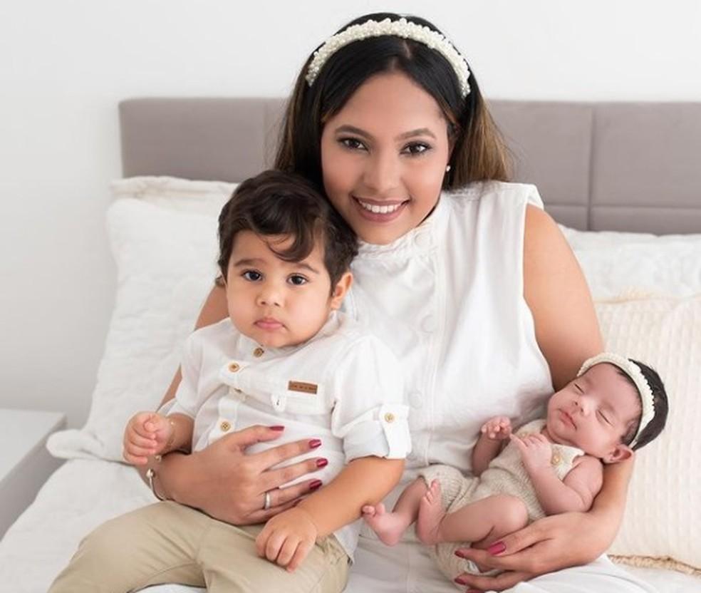 Evellyn passou 67 dias internada, 50 deles em coma. Hoje vai passar o Dia das Mães ao lado dos filhos — Foto: Reprodução/WhatsApp