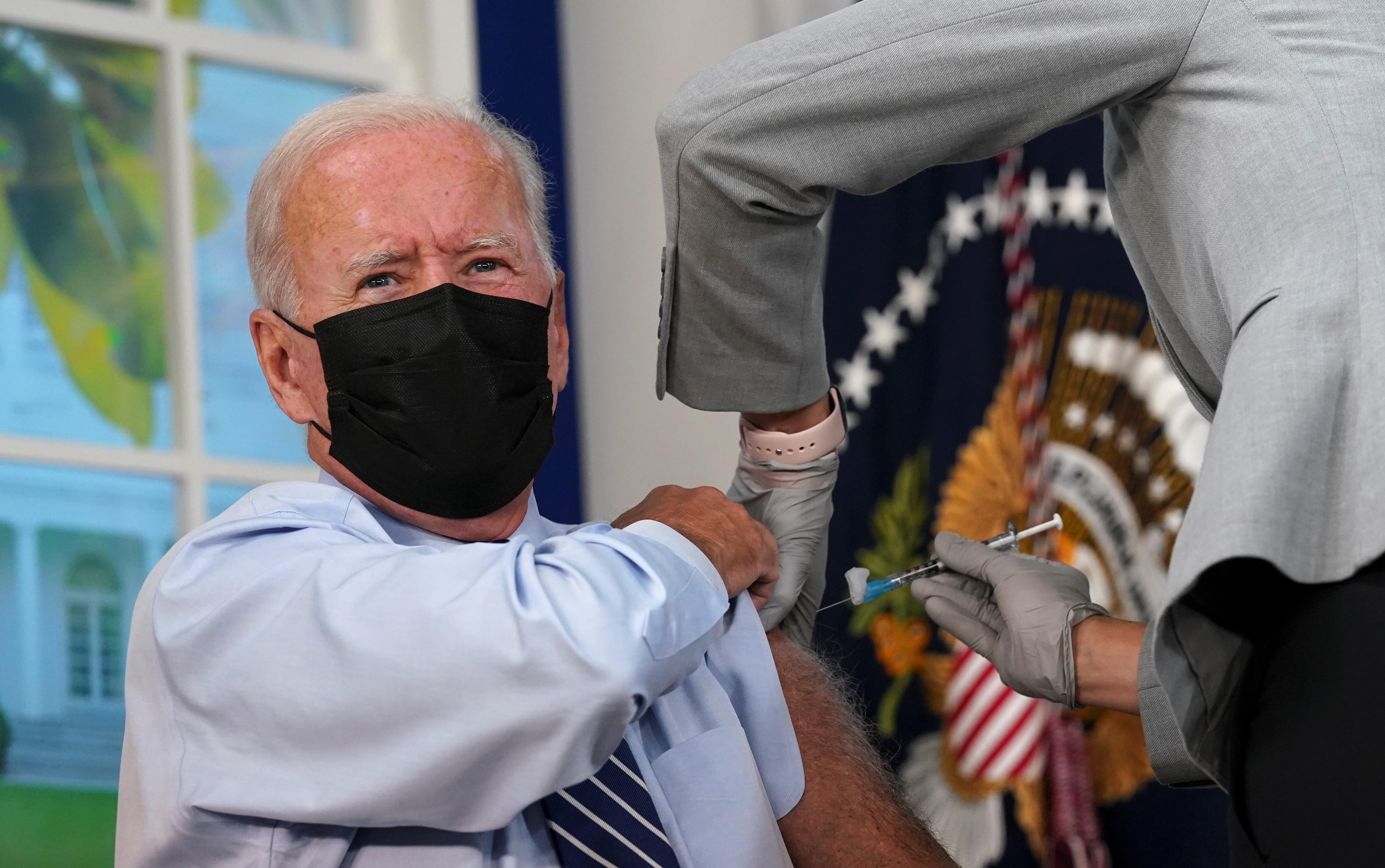 Joe Biden recebe dose de reforço de vacina contra a Covid-19 nos EUA