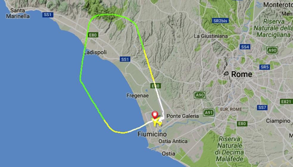 Mapa do site FlightRadar 24 mostra que o percurso feito pelo voo TP843 da TAP (Foto: Reprodução/Site FlightRadar 24)