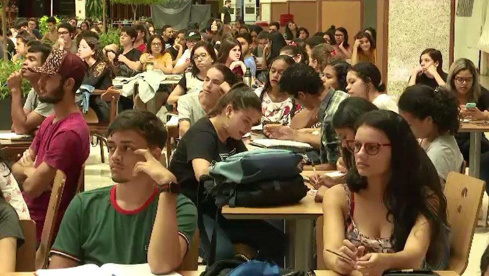 Estudantes participam de aulão de preparação para Enem em shopping de Rio Branco — Foto: Reprodução/Rede Amazônica Acre