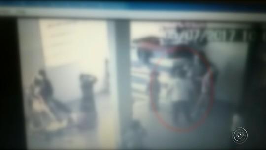 'Dói demais', diz mãe que teve filha agredida por monitoras dentro de creche em Itatinga