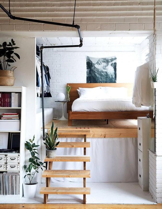 Décor do dia: quarto com pé direito alto e cama suspensa (Foto: Reprodução)