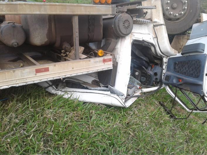 Duas pessoas morrem em acidente de caminhão na MG-447 entre Guiricema e Miraí
