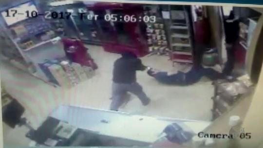 Imagens mostram comerciante sendo baleado em assalto em Ibiraci, MG