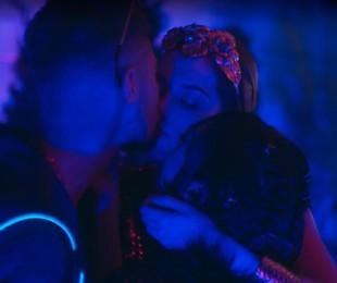 Ana Hikari, Rafael Vitti e Sophia Abrahão dão beijo triplo em cena de 'As five' | Reprodução