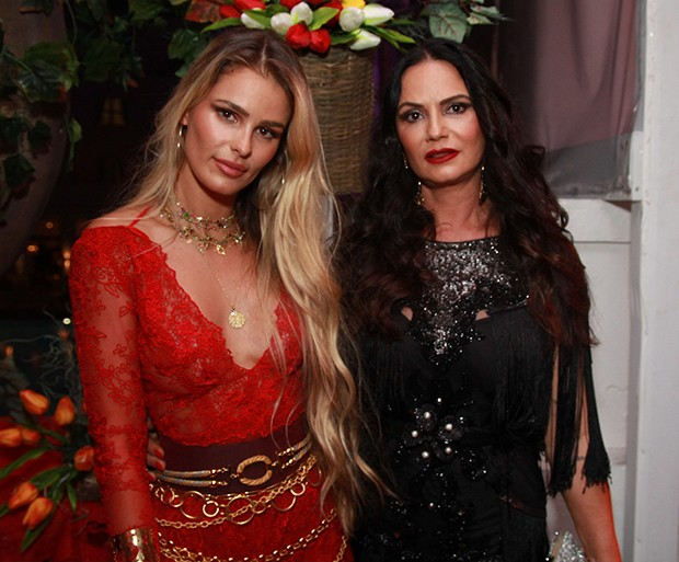 Luiza e Yasmin Brunett (Foto: Taty Larrubia/AgNews)