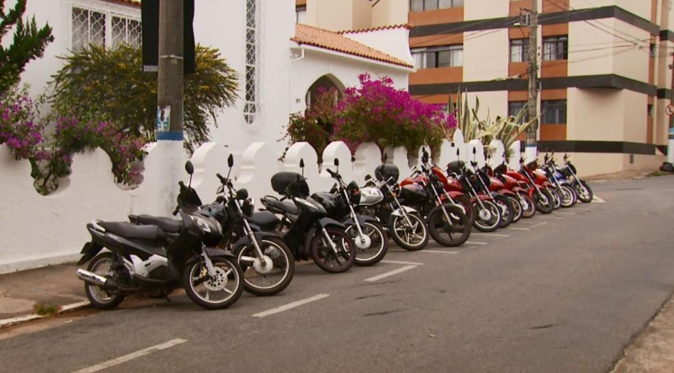 Mototaxistas pedem regulamentação do serviço em Lavras (Foto: Reprodução EPTV)