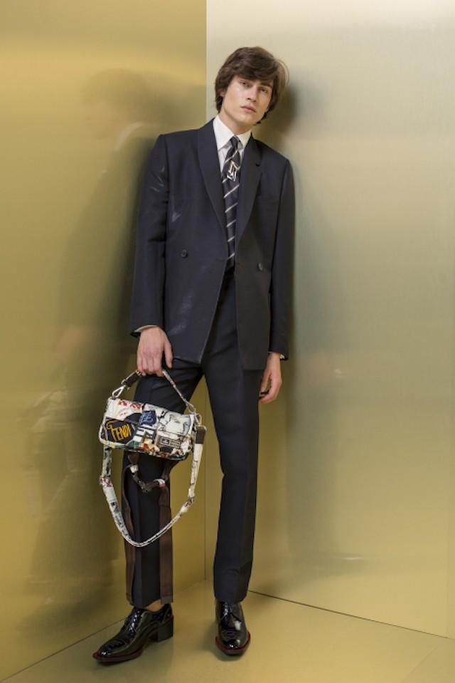 O primeiro look masculino de Karl Lagerfeld para a Fendi (Foto: WWD/ Reprodução)