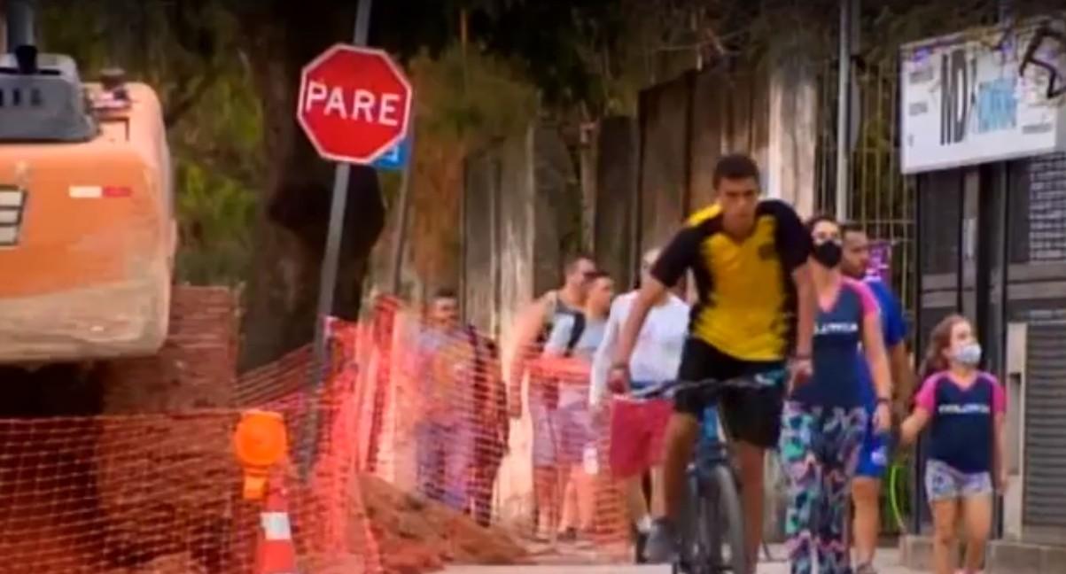 Falta de pintura e obra atrapalham ciclistas em Divinópolis