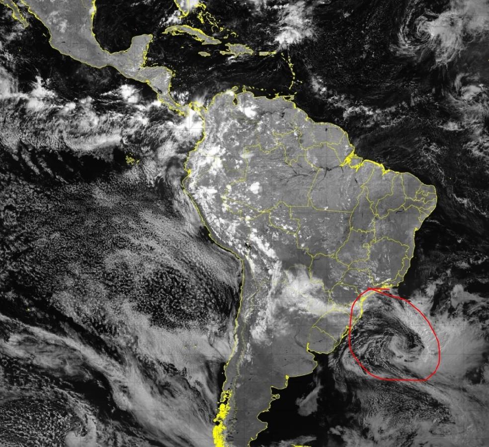 Ciclone extratropical trouxe frente fria para o Sul e Sudeste do Brasil — Foto: Goes Image Viewer | Climatempo