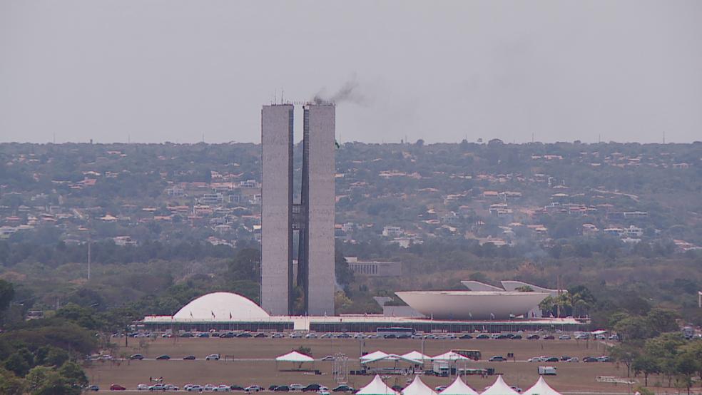 Fumaça sai do anexo principal do Congresso Nacional em simulação (Foto: TV Globo/Reprodução)