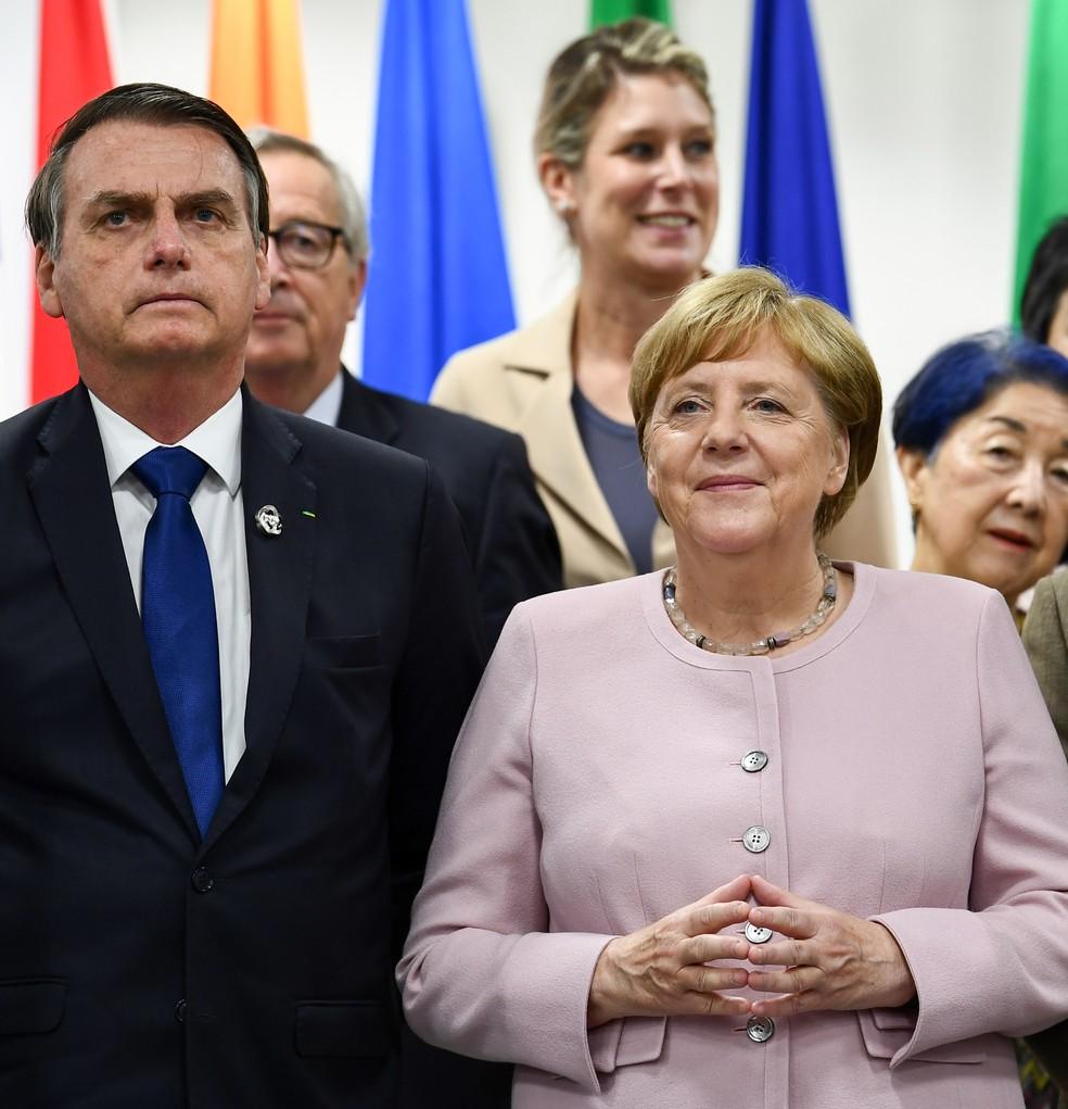 O presidente Jair Bolsonaro e a chanceler alemã Angela Merkel em encontro do G20 — Foto: Brendan Smialowski / AFP