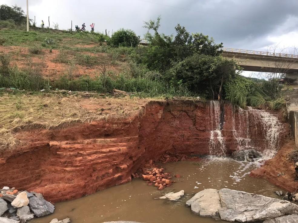 Barragem em Águas Belas, Pernambuco, com risco de rompimento  — Foto: Divlgação/Secretaria de Infraestrutura e Recursos Hídricos de Pernambuco