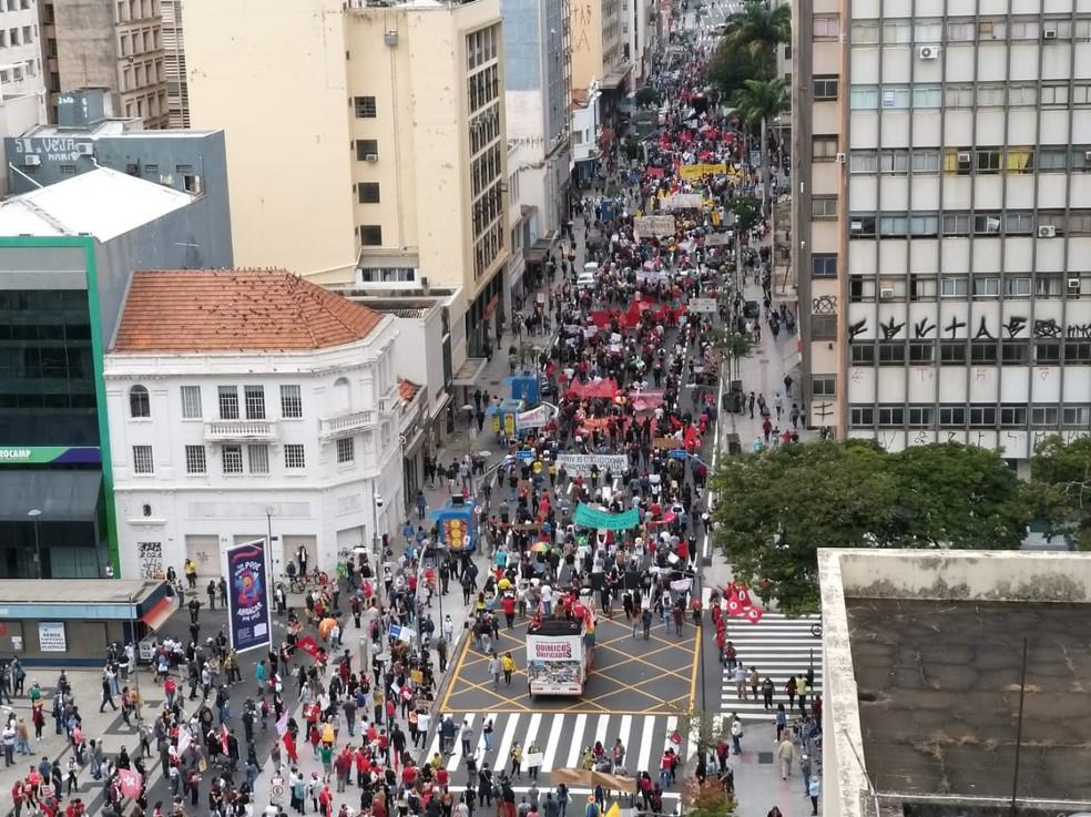 Protesto contra Bolsonaro e a favor da vacina em Campinas (SP), na manhã deste sábado (19). — Foto: Fabio Teodósio Costa