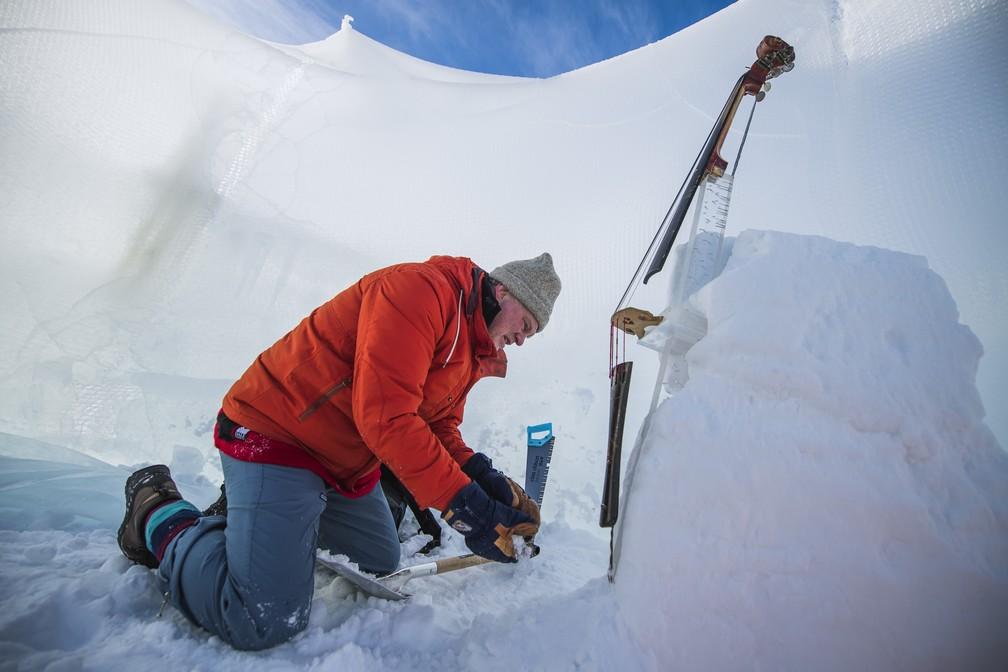 Instrumento sendo construído para o Ice Music Festival (Foto: Jonathan NACKSTRAND / AFP)