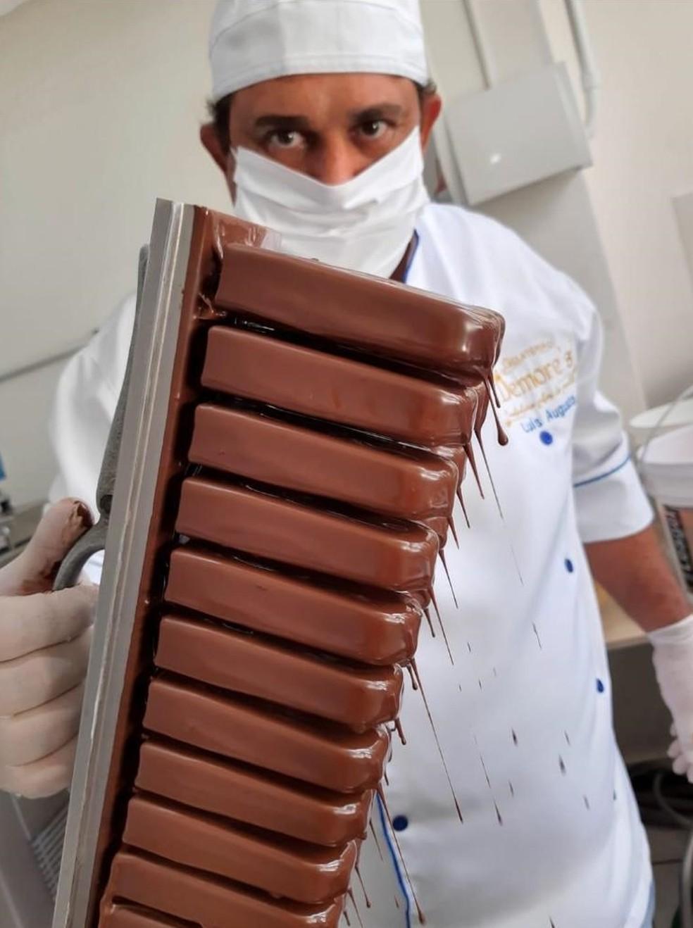 Luís é proprietário da gelateria e fabrica todos seus produtos em Votuporanga  — Foto: Reprodução/Facebook