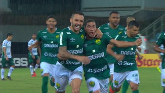 """Carpini diz que Guarani deu gols ao Cuiabá e exige recuperação imediata: """"Não pode errar mais"""""""