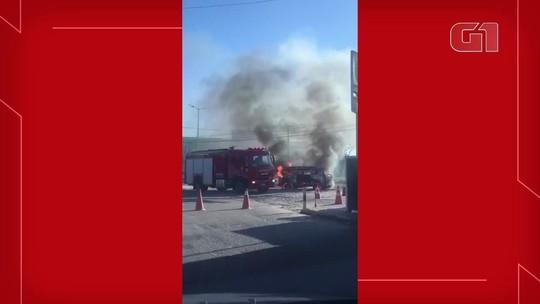 Kombi pega fogo na rodovia, CE-040 no Eusébio