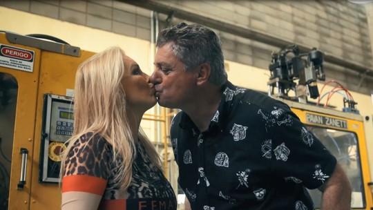 Casal investe em brinquedos sexuais para apimentar relação e cria a maior fábrica de produtos eróticos da América Latina