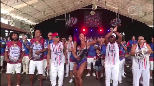 Gracyanne Barbosa,rainha da bateria da União da Ilha, diz que perde 2 kg em ensaios da escola
