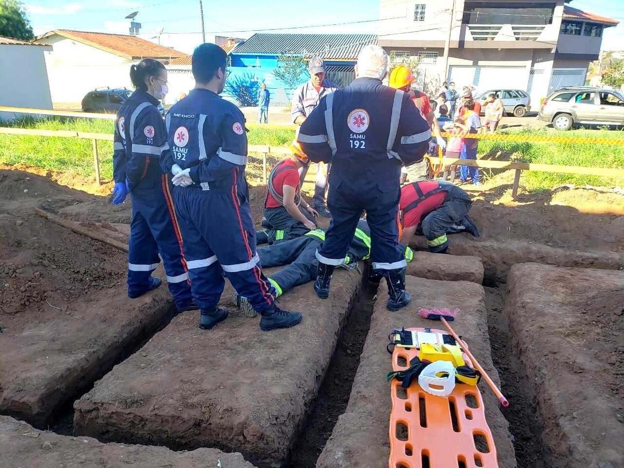 Criança cai dentro de buraco de obra em São Carlos - Noticias