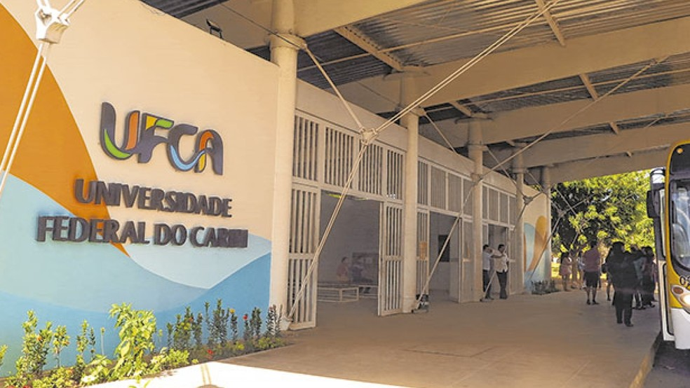 Estudantes são suspeitos de fraudar cotas para ingressar na universidade no Ceará  — Foto: Antonio Rodrigues