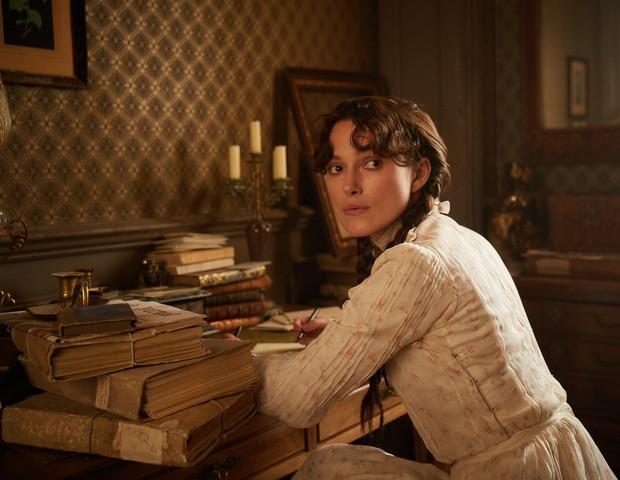 Keira Kidnight interpreta a escritora francesa Colette em filme (Foto: Divulgação)