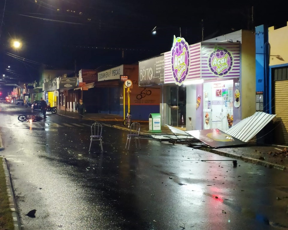 Forte temporal causou estragos em Rancharia — Foto: Juliana Gouveia/Cedida