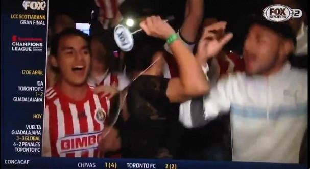 Repórter mexicana é apalpada ao vivo e revida (Foto: Reprodução/Twitter)