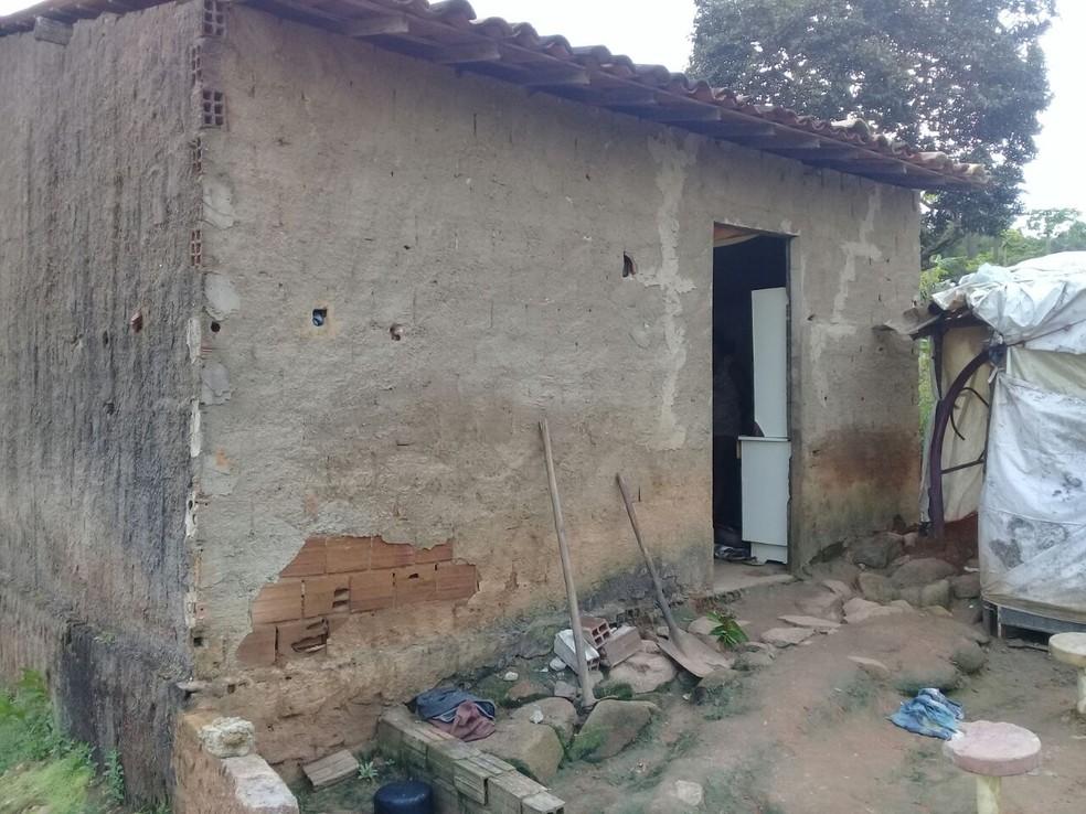 Crime ocorreu na casa onde a vítima morava com a filha e o genro (Foto: Divulgação/Polícia Militar)