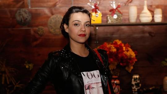 Letícia Persiles canta músicas próprias em 'Além do Tempo'
