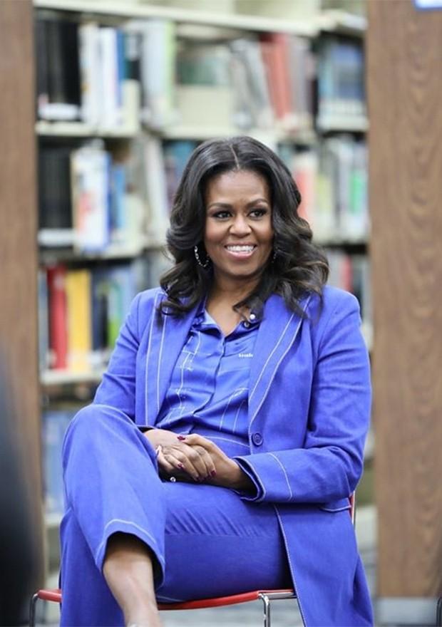 Assim como Michelle Obama, também com um visual inteiro azul (Foto: Instagram / Michelle Obama)