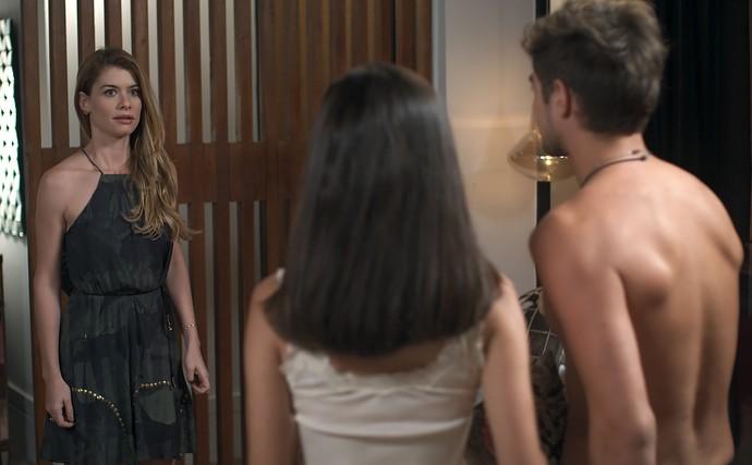 Diana chega de surpresa na casa de Léo (Foto: TV Globo)