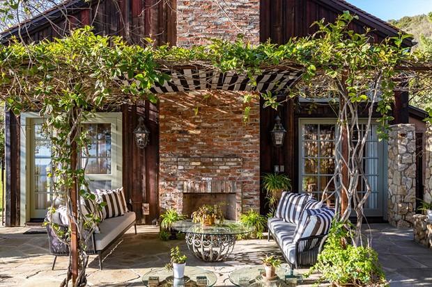 Mel Gibson reduz valor de mansão de 22 mil m² nas montanhas de Malibu