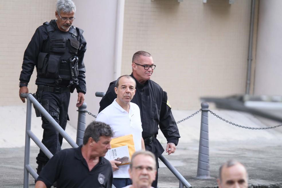 O ex-governador Sérgio Cabral na chegada à Justiça Federal na última terça-feira (5). (Foto: José Lucena/Futura Press/Estadão Conteúdo)