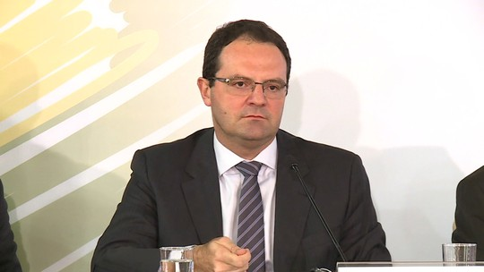 'Se ao longo do ano o gasto puder ficar superior ao limite, contingencia', diz Barbosa
