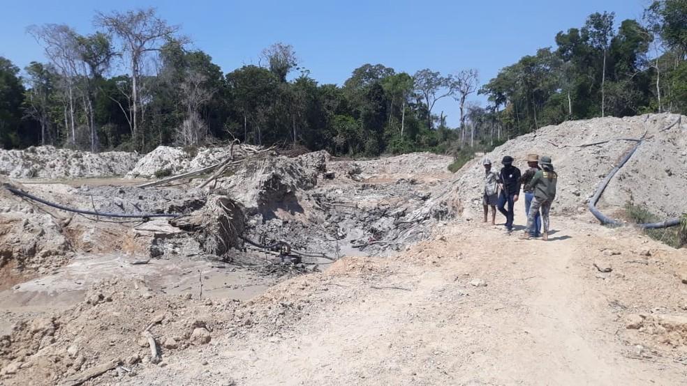 Cinco homens foram detidos na tarde de quinta-feira (30) na zona rural de Apiacás, a 1.010 km ao norte de Cuiabá — Foto: Polícia Civil de Mato Grosso