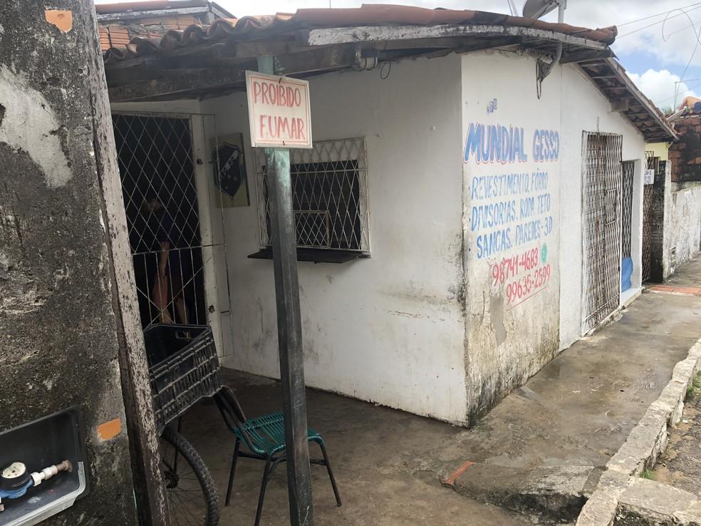 Comércio onde vítimas de assalto estavam e homem de 60 anos foi morto, na Zona Norte de Natal — Foto: Mariana Rocha/Inter TV Cabugi