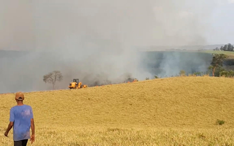 Incêndio atinge mata em propriedade rural em Ipeúna
