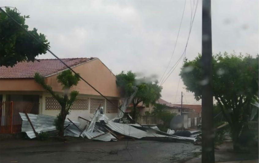 Chuvas deixam mais de 77 mil imóveis sem luz no Paraná, diz Copel