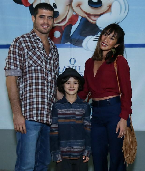 Danni Suzuki e o ex-marido, Fábio Novaes, com o filho, Kauai (Foto: Roberto Filho/Brazil News)