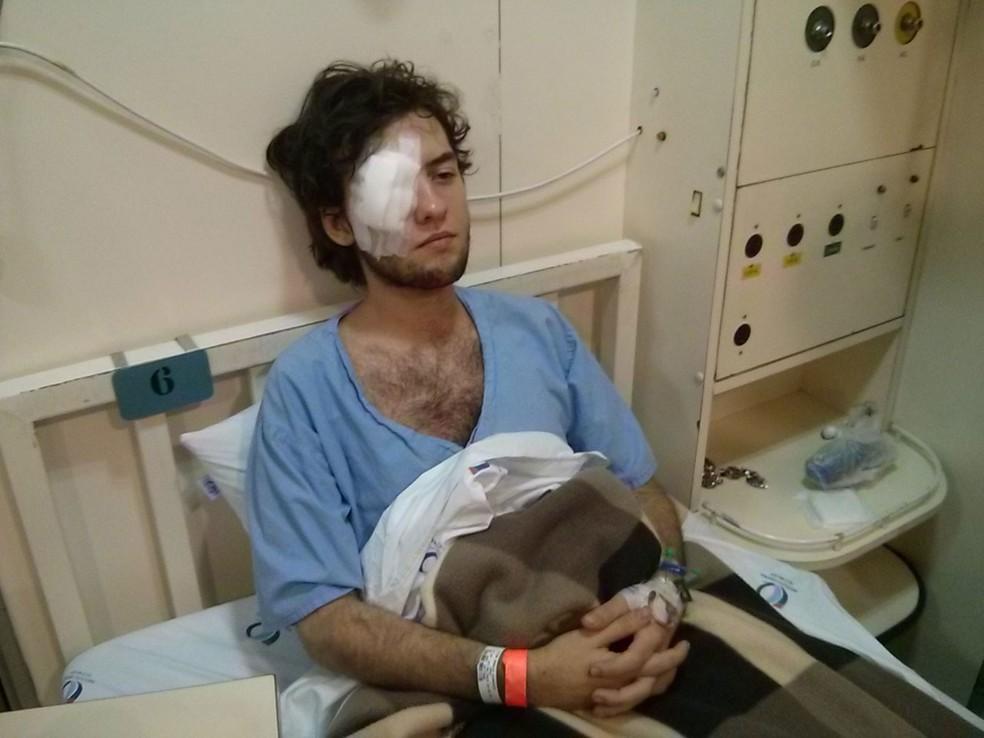 Manifestante Vitor Araújo em foto tirada pelo GAPP em 8 de setembro de 2013: um dia antes ele foi atingido por estilhaço de bomba da PM de SP e ficou cego durante protesto (Foto: Divulgação/GAPP)