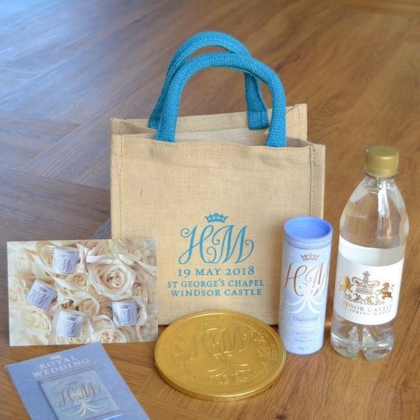 Kit com presentes do casamento real (Foto: Reprodução)