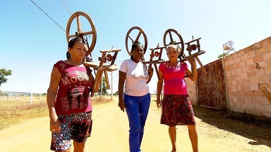 Artesanato de Urucuia, no Noroeste de Minas, é feito com a fibra do buriti