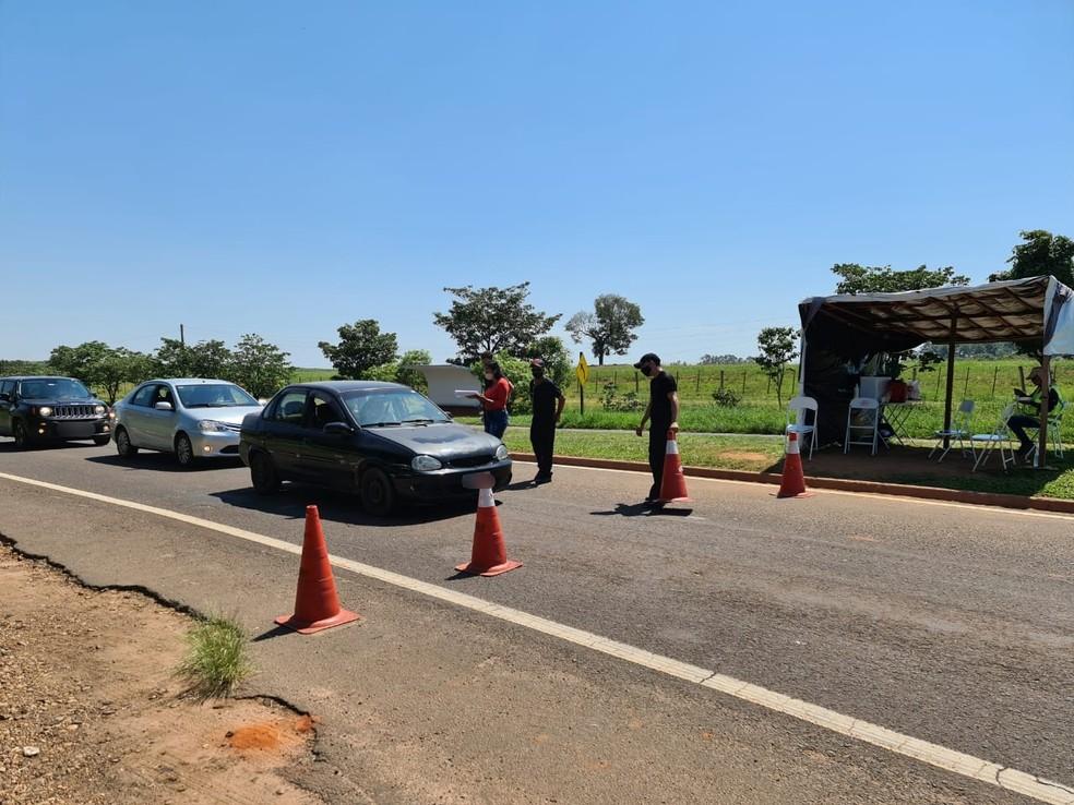 Sabino proíbe entrada e circulação de veículos que transportem turistas no feriado — Foto: Prefeitura de Sabino/Divulgação
