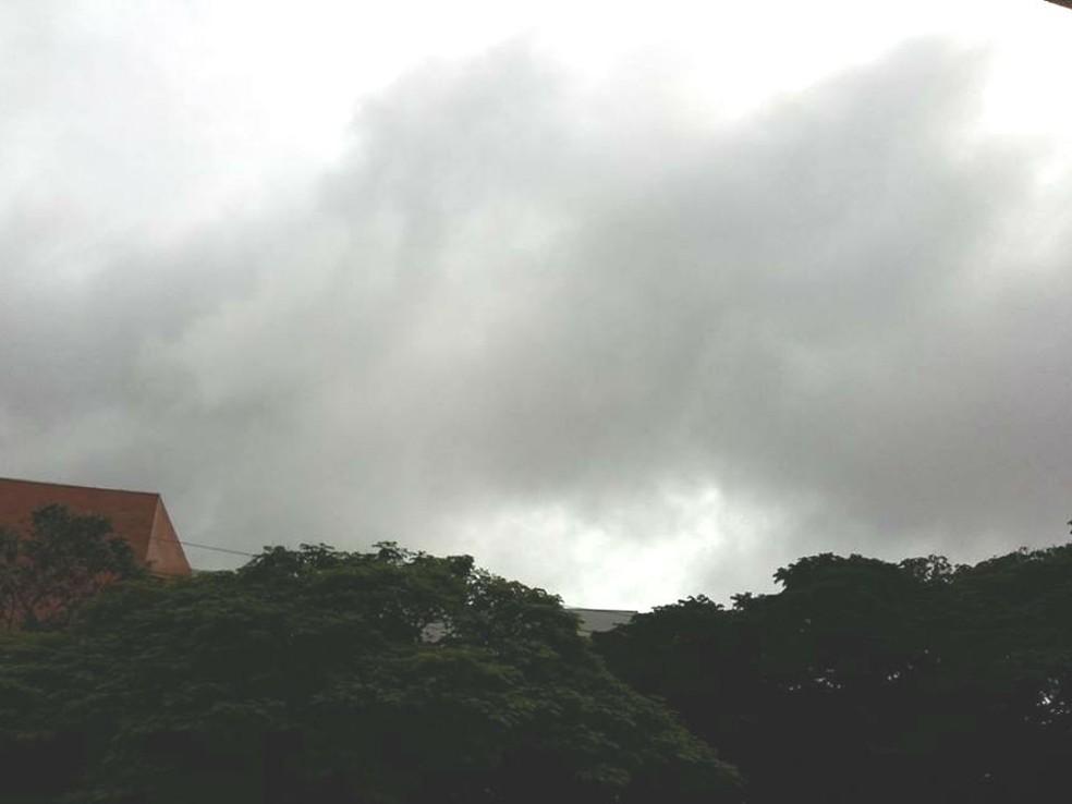 -  Céu nublado atinge as cidades do Triângulo Mineiro e Alto Paranaíba  Foto: Caroline Aleixo/G1