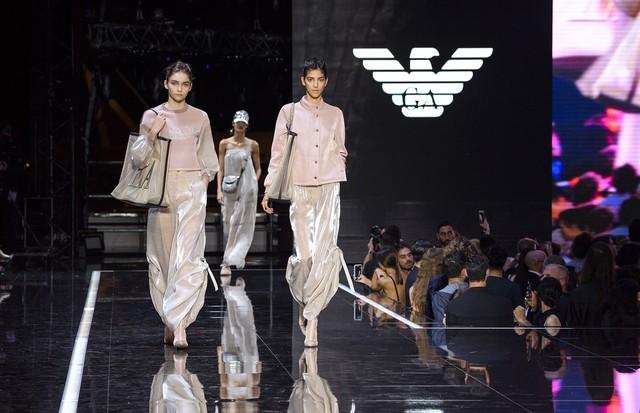 61e4ce4589529 Emporio Armani   Verão 2019   Milão - Vogue   Desfiles